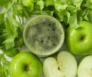 μήλο και φυτικός χυμός στοκ φωτογραφία με δικαίωμα ελεύθερης χρήσης