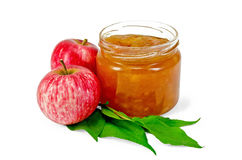Μήλο μαρμελάδας με τα μήλα και τα φύλλα Στοκ Εικόνες
