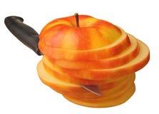 Μήλο περικοπών με το μαχαίρι Στοκ Εικόνα