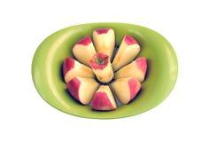 Μήλο που κόβεται κόκκινο στα κομμάτια Στοκ Φωτογραφίες