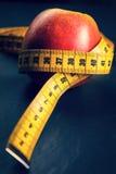 μήλο που μετρά την ταινία κίτ Στοκ Εικόνα