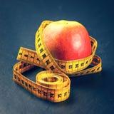 μήλο που μετρά την ταινία κίτ Στοκ φωτογραφίες με δικαίωμα ελεύθερης χρήσης