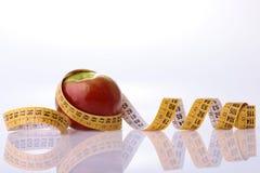 μήλο που μετρά την ταινία Στοκ Εικόνες