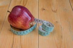 μήλο που μετρά την ταινία Στοκ εικόνα με δικαίωμα ελεύθερης χρήσης