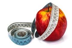 μήλο που μετρά το λευκό ταινιών Στοκ εικόνα με δικαίωμα ελεύθερης χρήσης