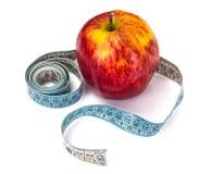 μήλο που μετρά το λευκό ταινιών Στοκ εικόνες με δικαίωμα ελεύθερης χρήσης