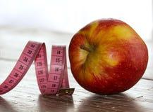μήλο που μετρά το κώλυμα Στοκ φωτογραφία με δικαίωμα ελεύθερης χρήσης