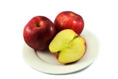 μήλο στο πιάτο Στοκ Εικόνα