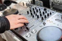 Μίγματα του DJ στο κόμμα διανυσματική απεικόνιση