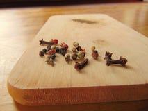 Μίγμα πιπεριών στον τέμνοντα πίνακα Στοκ Εικόνα