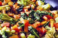 Μίγμα των λαχανικών σαλάτας στο τηγάνι Στοκ Εικόνες