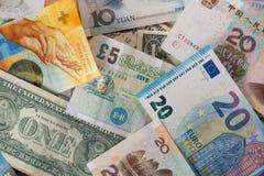 Μίγμα των διαφορετικών νομισμάτων τραπεζογραμματίων στοκ φωτογραφία