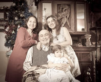 Μίμηση της ηλικίας φωτογραφίας της ευτυχούς οικογένειας Στοκ φωτογραφία με δικαίωμα ελεύθερης χρήσης