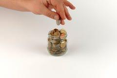 Μίμος χεριών με το σωρό των νομισμάτων στοκ εικόνα