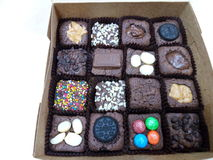 μίνι κέικ σοκολάτας στο κιβώτιο Στοκ εικόνες με δικαίωμα ελεύθερης χρήσης