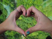 Μίνι καρδιά με το χέρι στοκ εικόνες