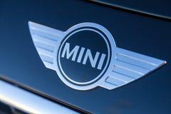 Μίνι λογότυπο σε ένα μίνι αυτοκίνητο Στοκ εικόνες με δικαίωμα ελεύθερης χρήσης