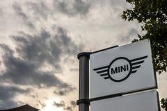 Μίνι λογότυπο στο κύριο κατάστημα Βελιγράδι αντιπροσώπων τους Επίσης είναι γνωστός ως Ώστιν ή Cooper, μίνι ένας βρετανικός κατασκ στοκ εικόνες