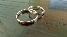 Μίνι ντουέτο ένωσης δαχτυλιδιών ασημένιο στοκ εικόνα