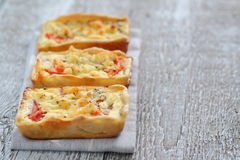 Μίνι πίτα με το κοτόπουλο και την ντομάτα Στοκ Εικόνα
