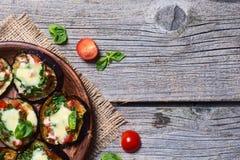 Μίνι πίτσα με τη μελιτζάνα Στοκ Εικόνες