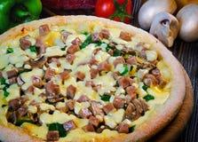 Μίνι πίτσα με το ζαμπόν στοκ φωτογραφία
