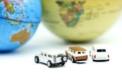 Μίνι παιχνίδι αυτοκινήτων με την έννοια παγκόσμιων χαρτών, αθλητισμού, ταξιδιού και επιχειρήσεων Στοκ φωτογραφίες με δικαίωμα ελεύθερης χρήσης