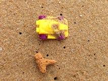 Μίνι παιχνίδι αυτοκινήτων στην παραλία Στοκ φωτογραφία με δικαίωμα ελεύθερης χρήσης