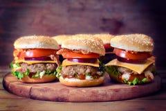 Μίνι burgers βόειου κρέατος στοκ εικόνες