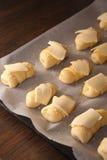 Μίνι croissants με το τυρί και το σουσάμι Στοκ Εικόνες