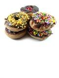 Μίνι doughnuts με τη σοκολάτα στο άσπρο υπόβαθρο Στοκ Εικόνες