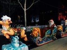 Μίνι Santa και το μικρό αυτοκίνητό του στοκ φωτογραφία με δικαίωμα ελεύθερης χρήσης