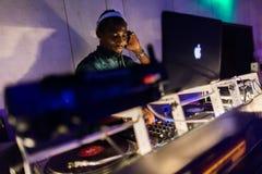 Μίξη κονσολών του DJ στοκ φωτογραφία