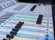 μίξη κονσολών υγιές ύφος μουσικής s αναμικτών εξοπλισμού του DJ Στοκ Φωτογραφία