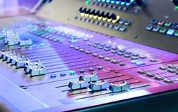 μίξη κονσολών υγιές ύφος μουσικής s αναμικτών εξοπλισμού του DJ Στοκ φωτογραφίες με δικαίωμα ελεύθερης χρήσης