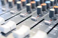 μίξη κονσολών υγιές ύφος μουσικής s αναμικτών εξοπλισμού του DJ Στοκ εικόνα με δικαίωμα ελεύθερης χρήσης