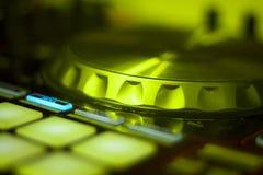 Μίξη περιστροφικών πλακών του DJ Ibiza Στοκ εικόνα με δικαίωμα ελεύθερης χρήσης