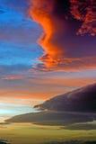 Μαίνετε τα σύννεφα στο ηλιοβασίλεμα Στοκ Εικόνες
