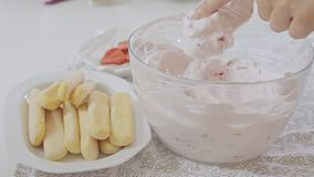 Μαγείρεμα γυναικών απόθεμα βίντεο