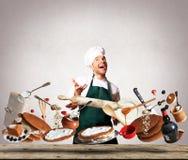 Μαγείρεμα ενός μεγάλου κέικ με τα μούρα Στοκ εικόνες με δικαίωμα ελεύθερης χρήσης