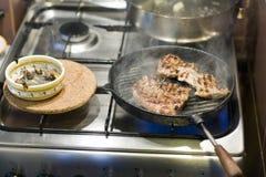 Μαγείρεμα και κάπνισμα Στοκ φωτογραφίες με δικαίωμα ελεύθερης χρήσης