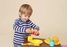 Μαγείρεμα παιδιών Στοκ εικόνες με δικαίωμα ελεύθερης χρήσης