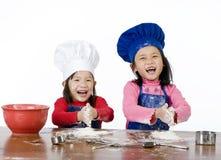 μαγείρεμα παιδιών Στοκ φωτογραφία με δικαίωμα ελεύθερης χρήσης