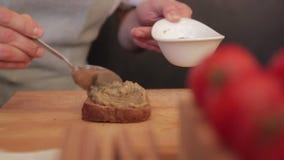 Μαγείρεμα σάντουιτς απόθεμα βίντεο
