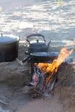 Μαγείρεμα στη φύση του πασσάλου Στοκ φωτογραφία με δικαίωμα ελεύθερης χρήσης