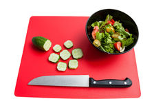 Μαγείρεμα της σαλάτας από τα φρέσκα λαχανικά Στοκ φωτογραφία με δικαίωμα ελεύθερης χρήσης