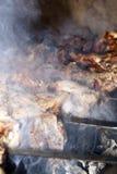Μαγείρεμα του κρέατος στη σχάρα Στοκ Φωτογραφία