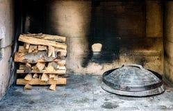 Μαγείρεμα του παραδοσιακού βαλκανικού ελληνικού μεσογειακού κροατικού γεύματος Στοκ φωτογραφία με δικαίωμα ελεύθερης χρήσης