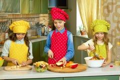 Μαγείρεμα τριών παιδιών Στοκ Εικόνες