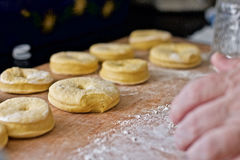 Μαγείρεμα Donuts Στοκ φωτογραφία με δικαίωμα ελεύθερης χρήσης